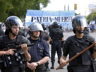 argentina economy crisis police
